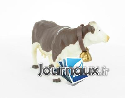 Vache Montbelliarde avec cloche