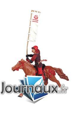 Le cheval fauve harnachement rouge sans cavalier
