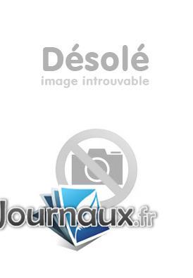 Le Camion-Citerne De Moyenne Capacité Avitailleur Véhicule D'extinction À Mousse Berliet GBC 34 6X6 De L'aéroport De Toulouse