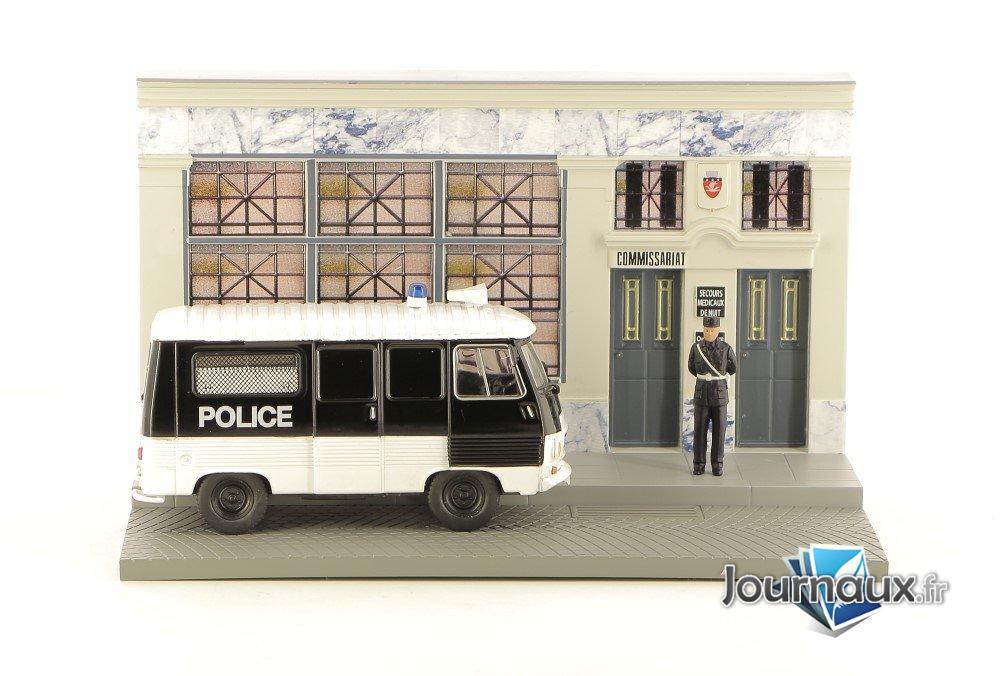 L'Agent de Police Veille sur L'ordre Public Dans le Camion Peugeot J7