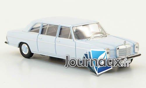 Mercedes 220 D lang (W115), bleu clair